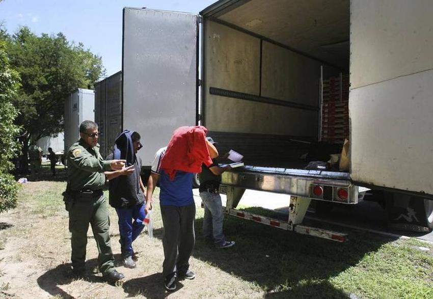 Cubanos intentaron transportar a indocumentados en camión registrado en Florida