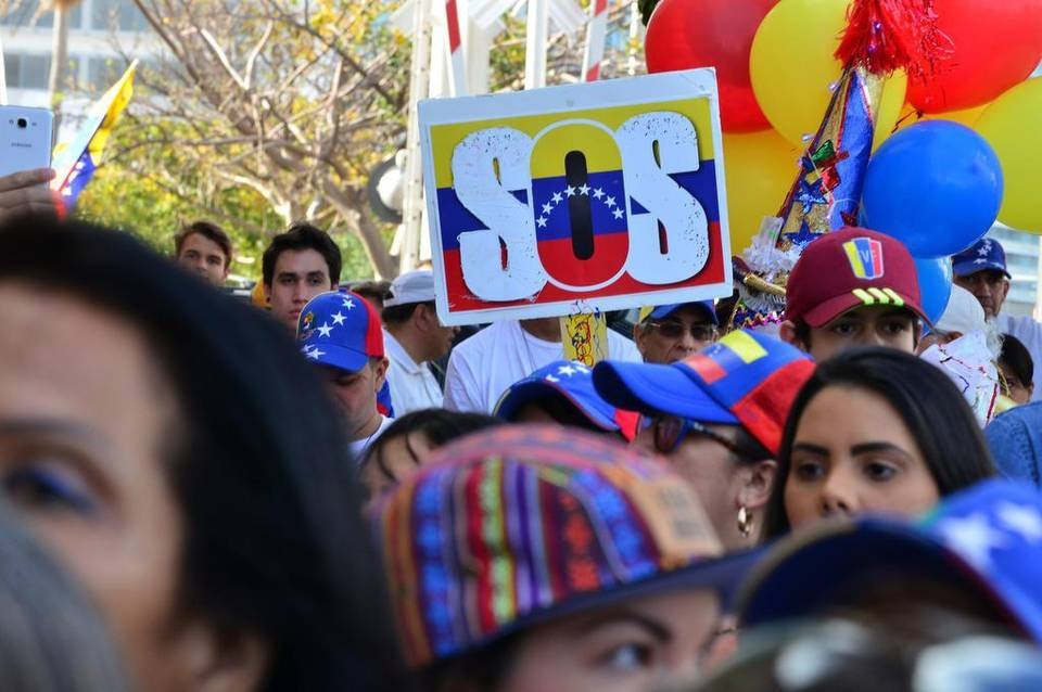 """Exilio venezolano en Miami pide a Mike Pence un """"urgente alivio migratorio"""""""