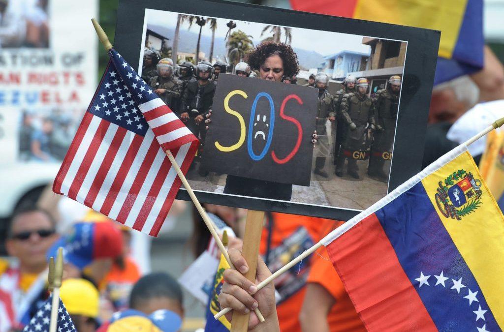 Venezolanos en Miami piden a Donald Trump aprobación de TPS