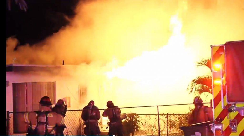 Casa remolque se incendió en Miami Gardens: sin lesionados
