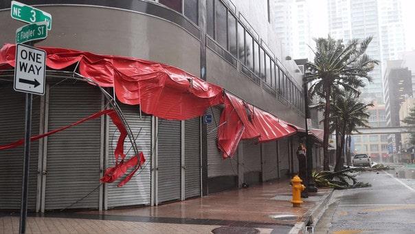 """""""Cazador de tormentas"""" enfrenta a Irma en Florida (+video)"""