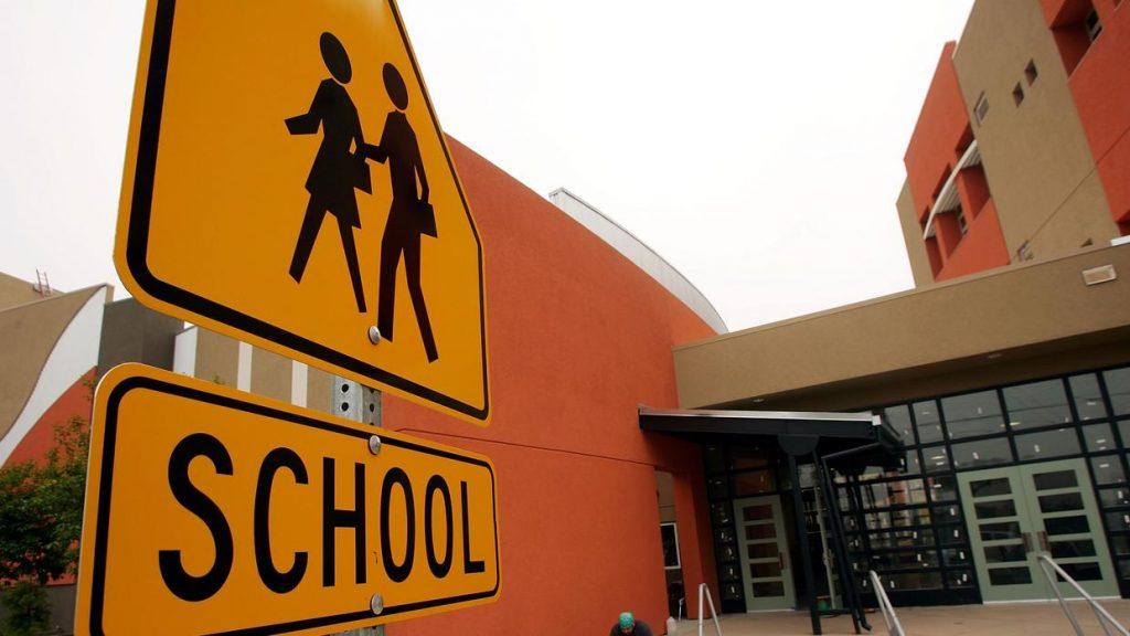 """Esperan iniciar """"cuanto antes"""" clases en condados de Broward y Miami-Dade"""