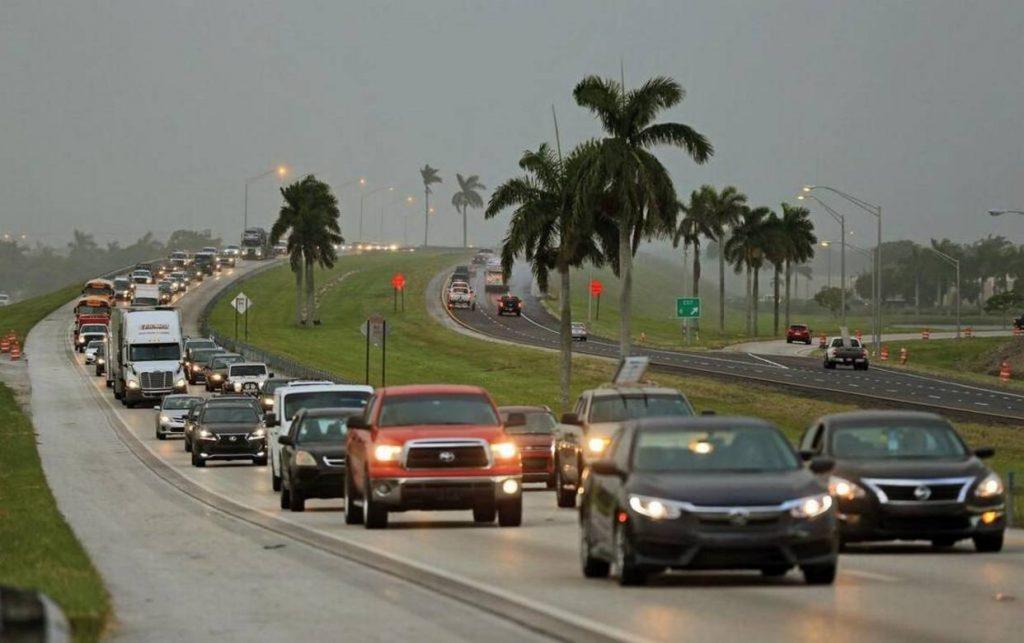 Fuertes vientos anticipan la llegada del huracán Irma al Doral