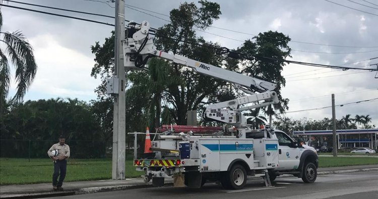 Restablecido el servicio eléctrico a casi el 90% en Florida